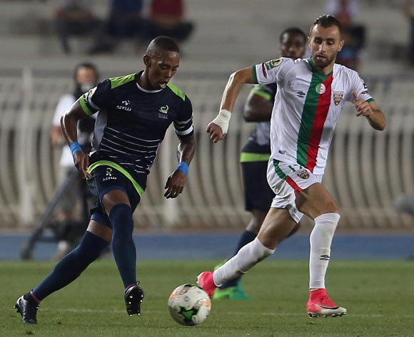 Mouloudia Club D'Alger player Walid Derrardja (L) fights for the ball with Platinum Stars player Vuyo Mere (R) during the 2017 CAF Confederations Cup game between Mouloudia Club D'Alger and Platinum Stars at Stade 5 Juillet 1962 in Algiers, Algeria on 30 June 2017 © BackpagePix
