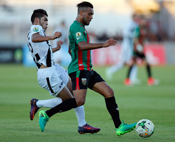 Club Sportif Sfaxien player Zidane Mebarakou (R) fights for the ball with Mouloudia Club D'Alger player Chérif El-Ouazzani  (L) during the 2017 CAF Confederations Cup game between Sfaxien and Mouloudia Club D'Alger in Sfax, Tunisia on 8 July 2017 © BackpagePix