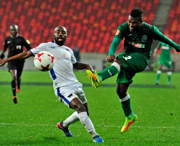 Mabhuti Khenyeza of AmaZulu FC strikes watched by Sandile Zuke of Chippa United during the Absa Premiership 2017/18 game between Chippa United and Amazulu  at Nelson Mandela Bay Stadium in Port Elizabeth on 22 August 2017 © Deryck Foster/BackpagePix