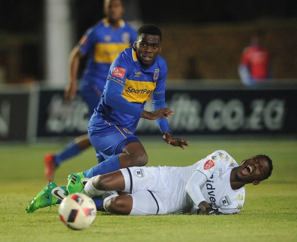 Thabang Monare of Bidvest Wits is challenged by Mpho Matsi of Cape Town City  during the Absa Premiership match between Bidvest Wits and Cape Town City on the 18 August 2017 at Bidvest  Stadium © Sydney Mahlangu /BackpagePix