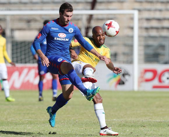 Oupa Manyisa of Mamelodi Sundowns  (r) challenged by Bradley Grobler of Supersport United during the 201/18 Absa Premiership football match between Supersport United and Sundowns at Lucas Moripe Stadium, Pretoria on 19 August 2017 ©Gavin Barker/BackpagePix