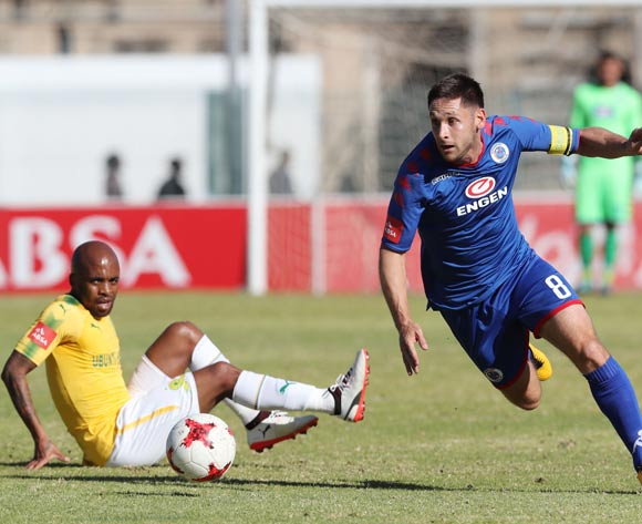 Dean Furman of Supersport United evades tackle from Oupa Manyisa of Mamelodi Sundowns  during the 201/18 Absa Premiership football match between Supersport United and Sundowns at Lucas Moripe Stadium, Pretoria on 19 August 2017 ©Gavin Barker/BackpagePix