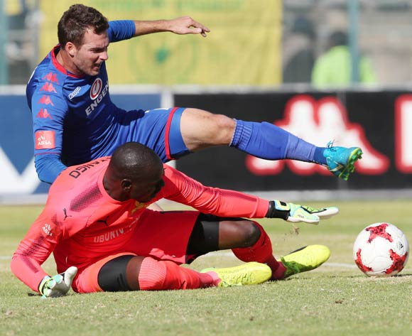 Bradley Grobler of Supersport United challenged by Denis Onyango of Mamelodi Sundowns  during the 201/18 Absa Premiership football match between Supersport United and Sundowns at Lucas Moripe Stadium, Pretoria on 19 August 2017 ©Gavin Barker/BackpagePix
