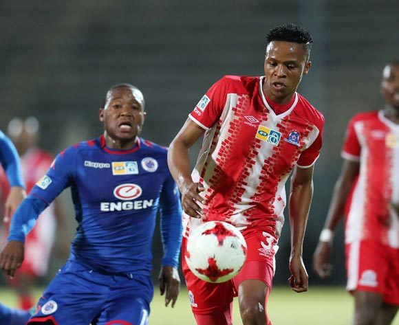 Pogiso Sanoka of Maritzburg United challenged by Thuso Phala of Supersport United during MTN8 Semifinal match between Supersport United and Maritzburg United at Lucas Moripe Stadium, Atteridgeville South Africa on 26 August 2017 ©Muzi Ntombela/BackpagePix