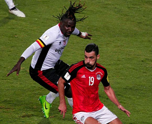 epa06186462 Egypt's Abdallah El-Said (R) in action during the 2018 FIFA World Cup qualifying soccer match between Egypt and Uganda, in Alexandria, Egypt, 05 September 2017.  EPA/MOHAMED HOSSAM