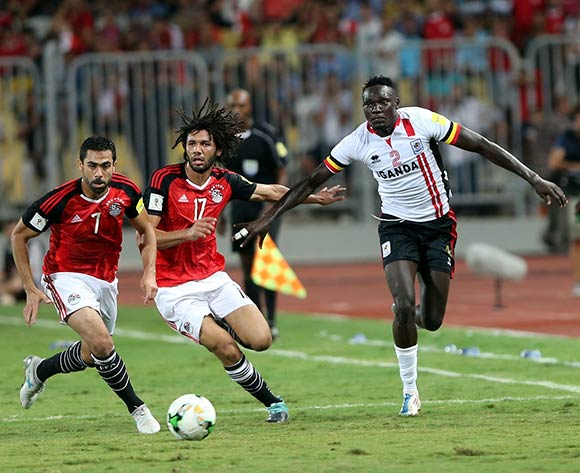epa06186695 Egyptian player Ahmed Fathy (L) and Mohamed El Nenny (C) in action against Uganda player Joseph Ochaya (R) during the FIFA World Cup 2018 qualifying soccer match between Egypt and Uganda at Borg Al Arab stadium in Alexandria, Egypt, 05 September 2017.  EPA/KHALED ELFIQI