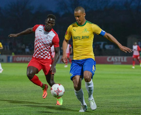 Wayne Arendse of Mamelodi Sundowns and Siphelele Mthembu of Free State Stars during the Absa Premiership 2017/18 game between Free State Stars and Mamelodi Sundowns at Goble Park, Bethlehem on 11 September 2017 © Frikkie Kapp/BackpagePix