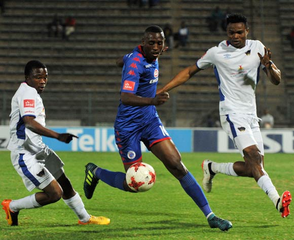 Siyabonga Nhlapo of Supersport United challenged by Paseka Mako and James Okwuosa of Chippa United during 2017/18 Absa Premiership game between Supersport United and Chippa United at Lucas Moripe Stadium on 19 September 2017@Aubrey Kgakatsi/BackpagePix