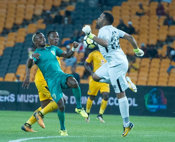 Kudakwashe Mahachi of Golden Arrows challenged by Philani Zulu and Itumeleng Khune of Kaizer Chiefs during 2017/18 Absa Premiership game between Kaizer Chiefs and Golden Arrows at Soccer City Stadium on 22 September 2017@Aubrey Kgakatsi/BackpagePix
