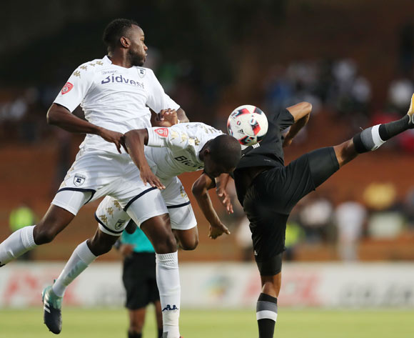 Bongani Khumalo of Bidvest Wits (l) wins headers from Phumalani Ntshangase and Thabo Qalinge of Orlando Pirates during the 2017/18 Absa Premiership football match between Bidvest Wits and Orlando Pirates at Bidvest Stadium, Johannesburg on 23 September 2017 ©Gavin Barker/BackpagePix