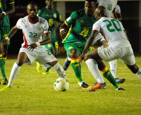 Balde Keita Diao from senegal  in the middle l ( L ) vies for the ball with Burkina Faso players( R  ) during theiir match 2018 fifa World Cup Russia Qualifying Match Senegal vs Burkinafaso At Stadium Leopold Sedar Senghor  Dakar  , Senegal,  2 September