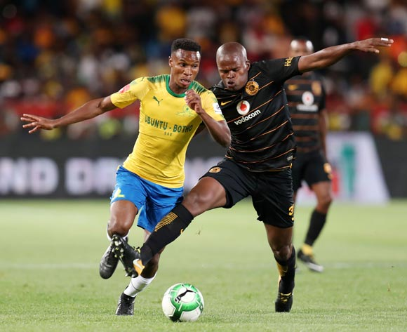 Themba Zwane of Mamelodi Sundowns challenged by Willard Katsande of Kaizer Chiefs during the Absa Premiership 2017/18 match between Mamelodi Sundowns and Kaizer Chiefs at Loftus Versveld Stadium in Pretoria, South Africa on 17 October 2017 ©Muzi Ntombela/BackpagePix