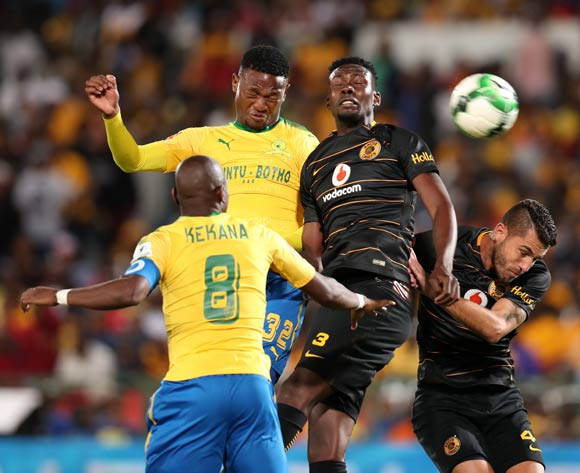 Motjeka Madisha of Mamelodi Sundowns challenged by Erick Mathoho of Kaizer Chiefs during the Absa Premiership 2017/18 match between Mamelodi Sundowns and Kaizer Chiefs at Loftus Versveld Stadium in Pretoria, South Africa on 17 October 2017 ©Muzi Ntombela/BackpagePix