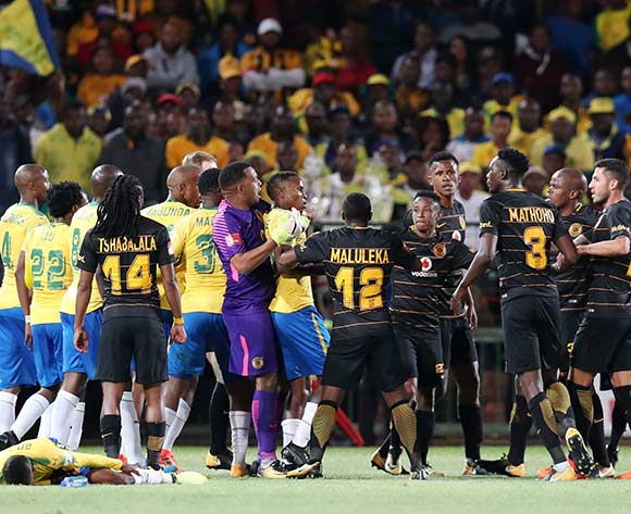 Chiefs players reacts to sundowns players after Joseph Molangoane of Kaizer Chiefs  fouled Khama Billiat of mamelodi Sundowns during the Absa Premiership 2017/18 match between Mamelodi Sundowns and Kaizer Chiefs at Loftus Versveld Stadium in Pretoria, South Africa on 17 October 2017 ©Muzi Ntombela/BackpagePix