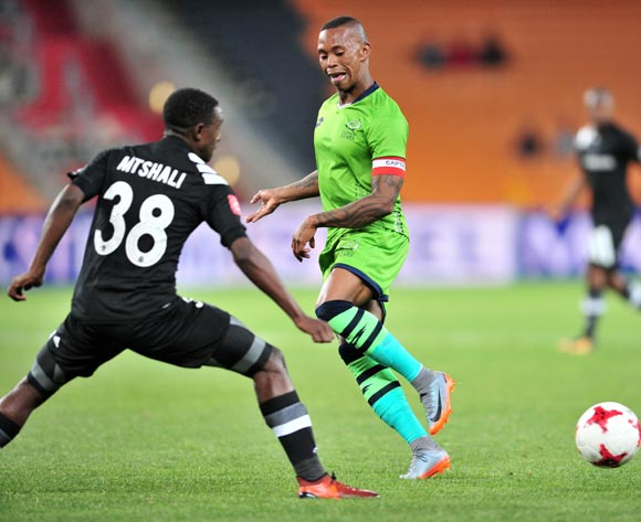 Vuyo Mere of Platinum Stars challenged by Lehlohonolo Mtshali of Orlando Pirates during the Absa Premiership 2017/18 football match between Orlando Pirates and Platinum Stars at FNB Stadium, Johannesburg on 18 October 2017 ©Samuel Shivambu/BackpagePix