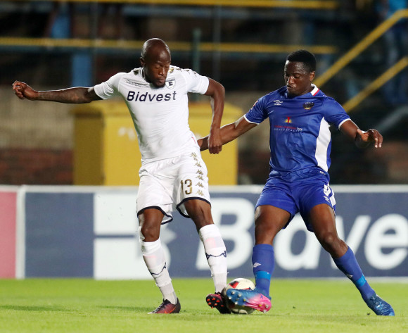Sifiso Hlanti of Bidvest Wits challenges Moeketsi Sekola of Chippa United during Absa Premiership 2017/18 match between Bidvest Wits and Chippa United at Bidvest Wits Stadium, Johannesburg South Africa on 01 November 2017 ©Muzi Ntombela/BackpagePix