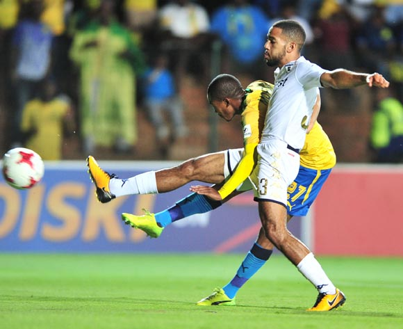 Thapelo Morena of Mamelodi Sundowns challenged by Reeve Frosler of Bidvest Wits  during the Absa Premiership 2017/18 football match between Bidvest Wits and Mamelodi Sundowns at Bidvest Stadium, Johannesburg on 21 November 2017 ©Samuel Shivambu/BackpagePix