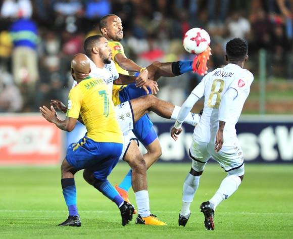 Tiyani Mabunda of Mamelodi Sundowns challenged by Reeve Frosler of Bidvest Wits during the Absa Premiership 2017/18 football match between Bidvest Wits and Mamelodi Sundowns at Bidvest Stadium, Johannesburg on 21 November 2017 ©Samuel Shivambu/BackpagePix