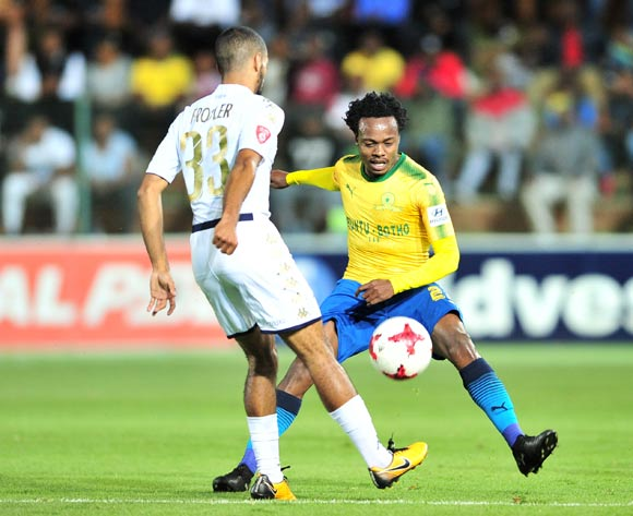 Reeve Frosler of Bidvest Wits Percy Tau of Mamelodi Sundowns during the Absa Premiership 2017/18 football match between Bidvest Wits and Mamelodi Sundowns at Bidvest Stadium, Johannesburg on 21 November 2017 ©Samuel Shivambu/BackpagePix