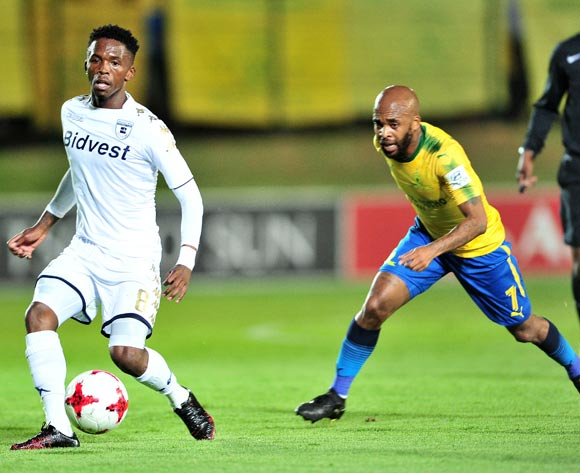 Thabang Monare of Bidvest Wits challenged by Oupa Manyisa of Mamelodi Sundowns during the Absa Premiership 2017/18 football match between Bidvest Wits and Mamelodi Sundowns at Bidvest Stadium, Johannesburg on 21 November 2017 ©Samuel Shivambu/BackpagePix