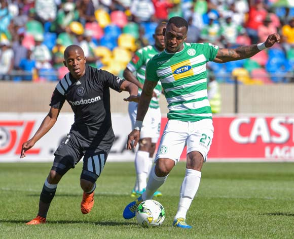 Alfred Ndengane of Bloemfontein Celtic and Luvuyo Memela of Orlando Pirates during the Absa Premiership 2017/18 game between Bloemfontein Celtic and Orlando Pirates at Dr Molemela Stadium, Bloemfontein on 26 November 2017 © Frikke Kapp/BackpagePix