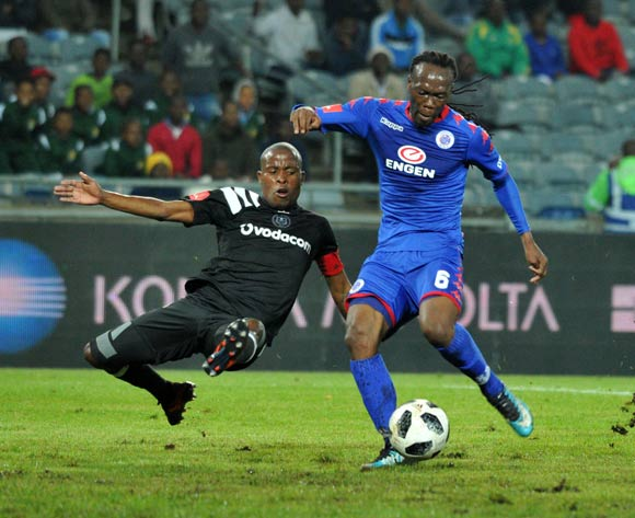 Thabo Matlaba of Orlando Pirates challenges Reneilwe Letsholonyane of Supersport United during Absa Premiership 2017/18 match between Orlando Pirates and Supersport United at Orlando Stadium Johannesburg South Africa on 05 December 2017 ©Aubrey Kgakatsi/BackpagePix