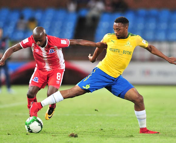 Siphesihle Ndlovu of Maritzburg United challenged by Sibusiso Vilakazi of Mamelodi Sundowns during the Absa Premiership 2017/18 football match between Mamelodi Sundowns and Maritzburg United at Loftus Stadium, Pretoria on 13 December 2017 ©Samuel Shivambu/BackpagePix