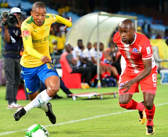 Thapelo Morena of Mamelodi Sundowns challenged by Siphesihle Ndlovu of Maritzburg United during the Absa Premiership 2017/18 football match between Mamelodi Sundowns and Maritzburg United at Loftus Stadium, Pretoria on 13 December 2017 ©Samuel Shivambu/BackpagePix
