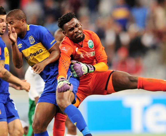 Lyle Lakay of Cape Town City and Boalefa Pule of AmaZulu collide during the Absa Premiership 2017/18 game between Cape Town City and AmaZulu at Cape Town Stadium on 15 December 2017 © Ryan Wilkisky/BackpagePix