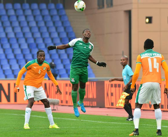 Ernest Mbewe of Zambia challenged by Wonlo Coulibaly of Ivory Coast during the 2018 CHAN football game between Ivory Coast and Zambia at the Grand stade Marrakech in Marrakech, Morocco on 18 January 2017 ©Samuel Shivambu/BackpagePix