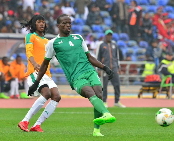 Adrian Chama of Zambia challenged by Kouame Alphonse Yao Fonsinho of Ivory Coast during the 2018 CHAN football game between Ivory Coast and Zambia at the Grand stade Marrakech in Marrakech, Morocco on 18 January 2017 ©Samuel Shivambu/BackpagePix
