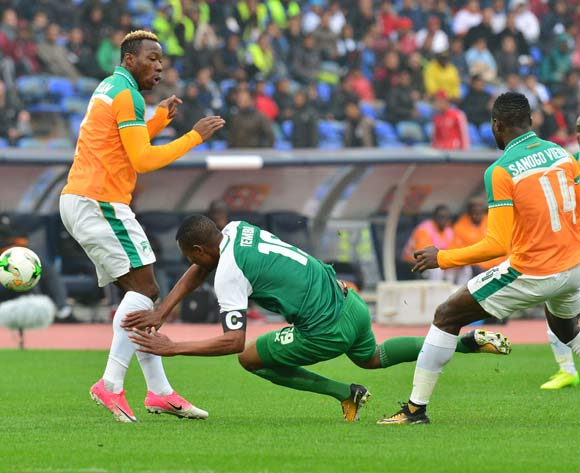 Ziyo Tembo of Zambia challenged by Mel William Togui and Mohamed Vieira Sanogo of Ivory Coast during the 2018 CHAN football game between Ivory Coast and Zambia at the Grand stade Marrakech in Marrakech, Morocco on 18 January 2017 ©Samuel Shivambu/BackpagePix