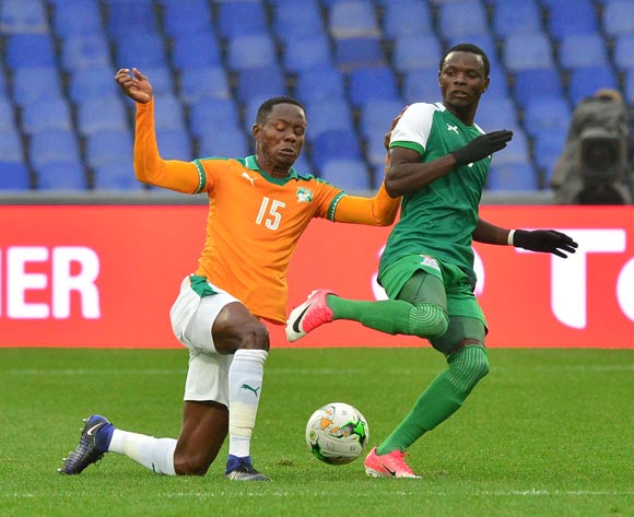 Lazarous Kambole of Zambia challenged by Diallo Romuald Cedric Kouassi of Ivory Coast during the 2018 CHAN football game between Ivory Coast and Zambia at the Grand stade Marrakech in Marrakech, Morocco on 18 January 2017 ©Samuel Shivambu/BackpagePix