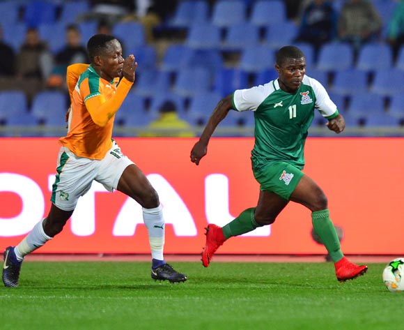 Mike Katiba of Zambia challenged by Diallo Romuald Cedric Kouassi of Ivory Coast during the 2018 CHAN football game between Ivory Coast and Zambia at the Grand stade Marrakech in Marrakech, Morocco on 18 January 2017 ©Samuel Shivambu/BackpagePix