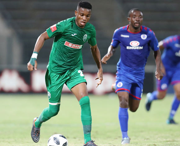 Ovidy Karuru of AmaZulu challenged by Richard Kissi Boateng of Supersport United during the Absa Premiership 2017/18 match between Supersport United and AmaZulu at Lucas Moripe Stadium, Atteridgeville South Africa on 31 January 2018 ©Muzi Ntombela/BackpagePix