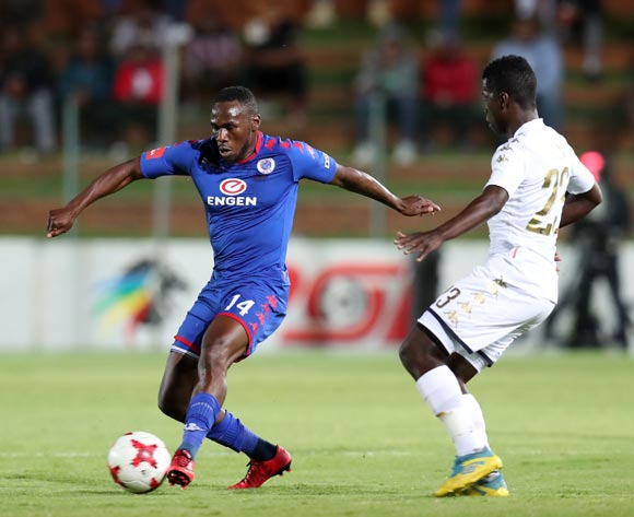Onismor Bhasera of Supersport United challenged by Sifiso Myeni of Bidvest Wits during the Absa Premiership 2017/18 match between Bidvest Wits and Supersport United at Bidvest Stadium, Johannesburg South Africa on 10 January 2018 ©Muzi Ntombela/BackpagePix