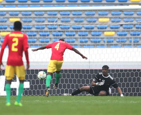 Mohamed Thiam of Guinea misses goal against Akram Elhadi Salim of Sudan during the 2018 Chan football game between Guinea and Sudan at Stade Mohammed V in Casablanca, Morocco on 14 January 2018 ©Gavin Barker/BackpagePix