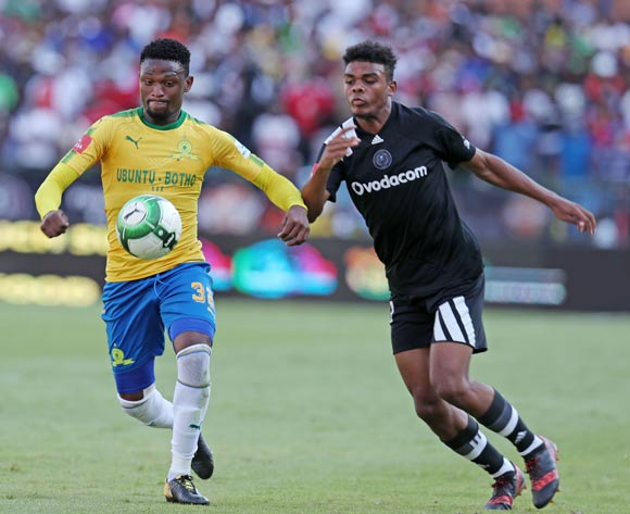 Motjeka Madisa of Mamelodi Sundowns challenged by Lyle Foster of Orlando Pirates during the Absa Premiership 2017/18 match between Mamelodi Sundowns and Orlando Pirates at Loftus Versveld Stadium, Pretoria South Africa on 13 January 2018 ©Muzi Ntombela/BackpagePix