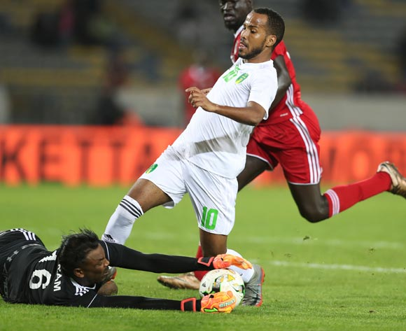 Akram Elhadi Salim of Sudan saves from Moulaye Ahmed Khalil Bessam of Mauritania during the 2018 Chan football game between Sudan and Mauritania at Stade Mohammed V in Casablanca, Morocco on 17 January 2018 ©Gavin Barker/BackpagePix