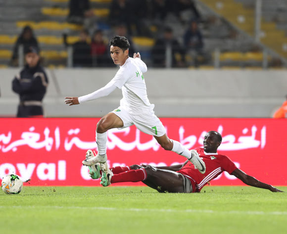Hemeya Tanjy of Mauritania evades tackle from Nasr Eldin Omer Ahmed of Sudan during the 2018 Chan football game between Sudan and Mauritania at Stade Mohammed V in Casablanca, Morocco on 17 January 2018 ©Gavin Barker/BackpagePix