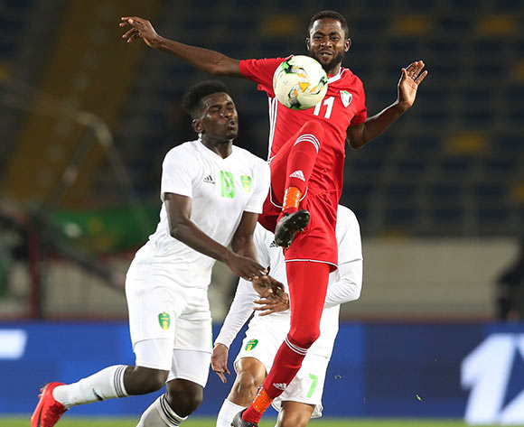 Maaz Abdelraheem Gismalla of Sudan challenged by Alassane Diop of Mauritania during the 2018 Chan football game between Sudan and Mauritania at Stade Mohammed V in Casablanca, Morocco on 17 January 2018 ©Gavin Barker/BackpagePix