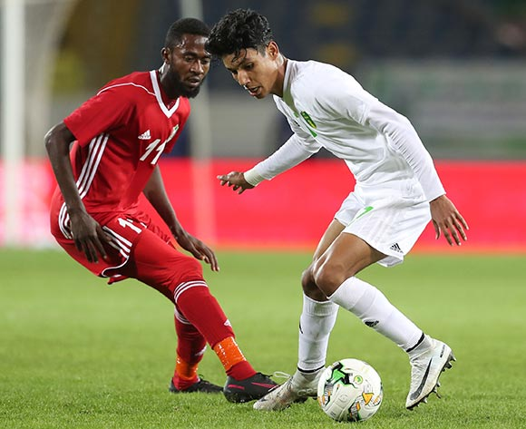 Hemeya Tanjy of Mauritania shields ball from Maaz Abdelraheem Gismalla of Sudan during the 2018 Chan football game between Sudan and Mauritania at Stade Mohammed V in Casablanca, Morocco on 17 January 2018 ©Gavin Barker/BackpagePix