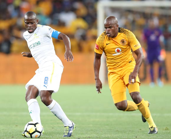 Hlompho Kekana of Mamelodi Sundowns challenged by Willard Katsande of Kaizer Chiefs during the Absa Premiership 2017/18 match between Kaizer Chiefs and Mamelodi Sundowns at FNB Stadium, Johannesburg South Africa on 27 January 2018 ©Muzi Ntombela/BackpagePix