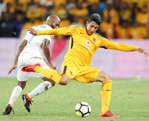 Leonardo Castro of Kaizer Chiefs challenged by Oupa Manyisa of Mamelodi Sundowns during the Absa Premiership 2017/18 match between Kaizer Chiefs and Mamelodi Sundowns at FNB Stadium, Johannesburg South Africa on 27 January 2018 ©Muzi Ntombela/BackpagePix