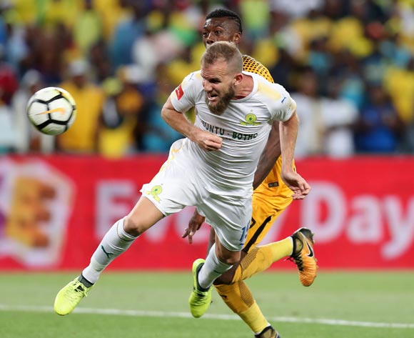 Jeremy Brockie of Mamelodi Sundowns challenged by Teenage Hadebe of Kaizer Chiefs during the Absa Premiership 2017/18 match between Kaizer Chiefs and Mamelodi Sundowns at FNB Stadium, Johannesburg South Africa on 27 January 2018 ©Muzi Ntombela/BackpagePix