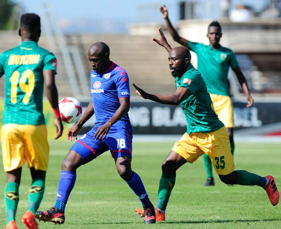 Sandile Zuke of Lamontville Golden Arrows puts pressure on Aubrey Modiba of Supersport United during the Absa Premiership 2017/18 game between Golden Arrows and Supersport United  at Princess Magogo Stadium, KwaZulu-Natal on 14 January 2018 © Gerhard Duraan/BackpagePix