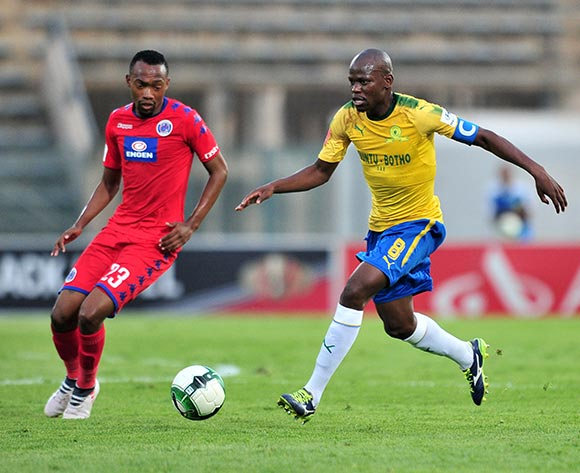 Hlompho Kekana of Mamelodi Sundowns challenged by Thabo Mnyamane of Supersport United during the Absa Premiership 2017/18 match between Mamelodi Sundowns and Supersport United at Lucas Moripe Stadium, Pretoria on 2 February 2018 ©Samuel Shivambu/BackpagePix
