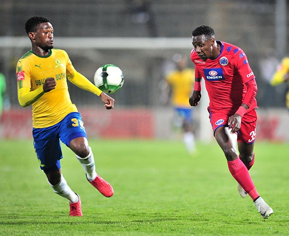 Evans Rusike of Supersport United challenged by Motjeka Madisa of Mamelodi Sundowns during the Absa Premiership 2017/18 match between Mamelodi Sundowns and Supersport United at Lucas Moripe Stadium, Pretoria on 2 February 2018 ©Samuel Shivambu/BackpagePix