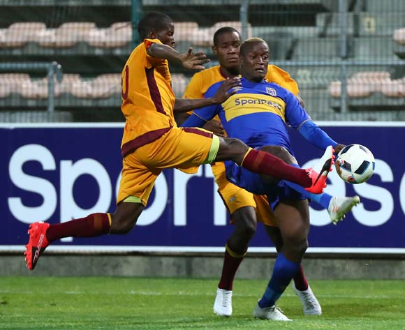 Judas Moseamedi of Cape Town City gets away from Siboniso Ngwenya of Young Buffaloes and Lindo Mkhonta of Young Buffaloes during the 2018 CAF Confederation Cup, Preliminary Round, 2nd Leg between Cape Town City FC and Young Buffaloes at Athlone Stadium, 20 February 2018 ©Chris Ricco/BackpagePix