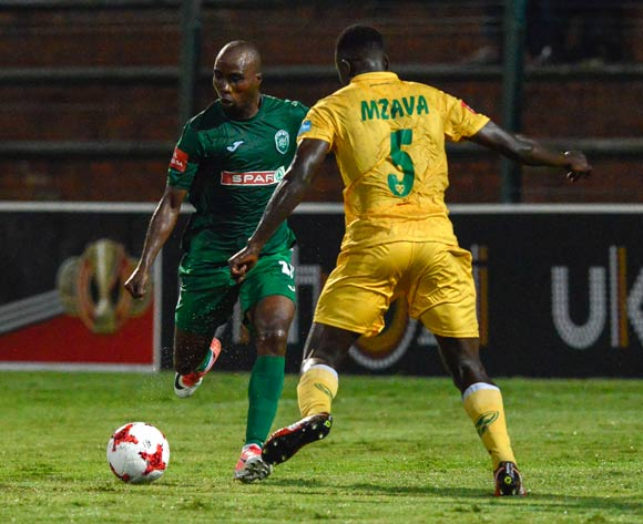 Limbikani Mzava of Lamontville Golden Arrows tries to defend the kick from Siyabonga Nomvethe of AmaZulu FC during the Absa Premiership 2017/18 match between AmaZulu and Golden Arrows at King Zwelithini Stadium in KwaZulu Natal, South Africa on 03 February 2018 ©Gerhard Duraan/BackpagePix